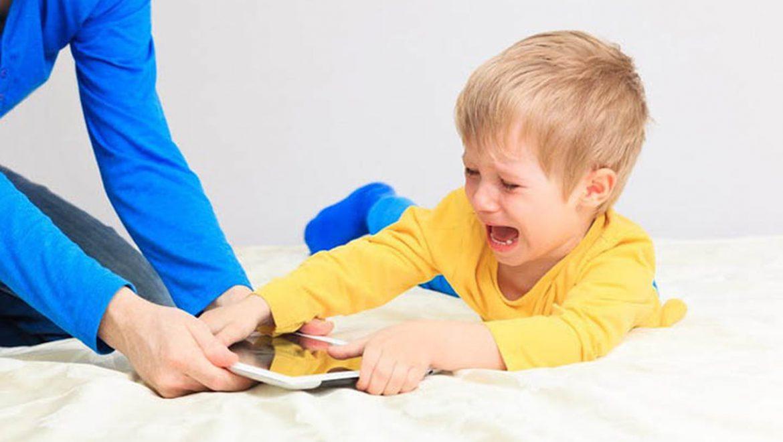 كيف أتعامل مع طفلي العنيد والعصبي