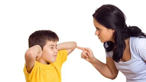 الأساليب الخاطئة في تربية الأبناء وآثرها على شخصياتهم