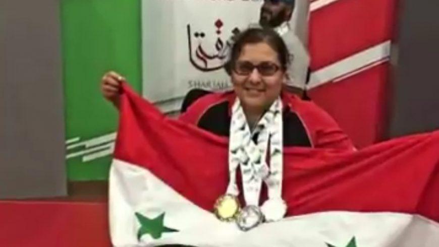حصدت الجوائز من على كرسيّها المتحرك! تعرف على البطلة السورية هيفاء منصور ونصيحتها للنساء العربيات