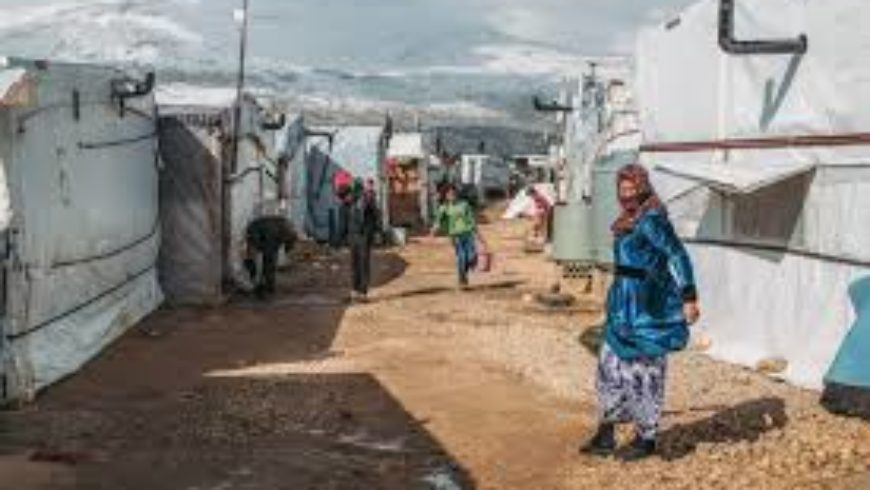 لبنان بصدد فتح تحقيق بشأن إحراق مخيم للاجئين السوريين