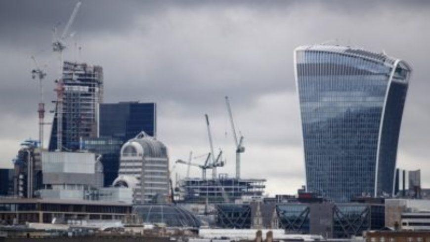 مسبح شفاف على سطح مبنى من 55 طابقا في لندن
