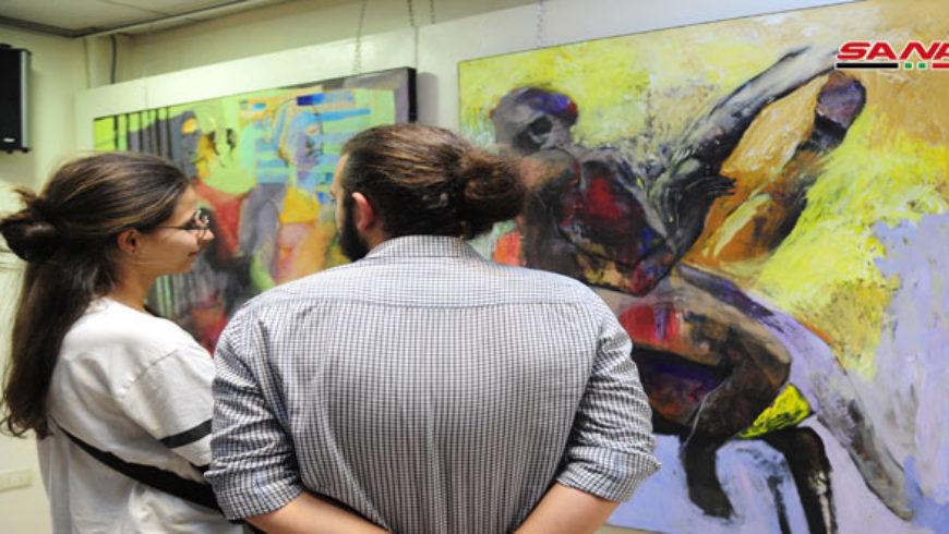 لوحات تجاوزت انعكاسات الحرب بحالات إنسانية في معرض ثنائي