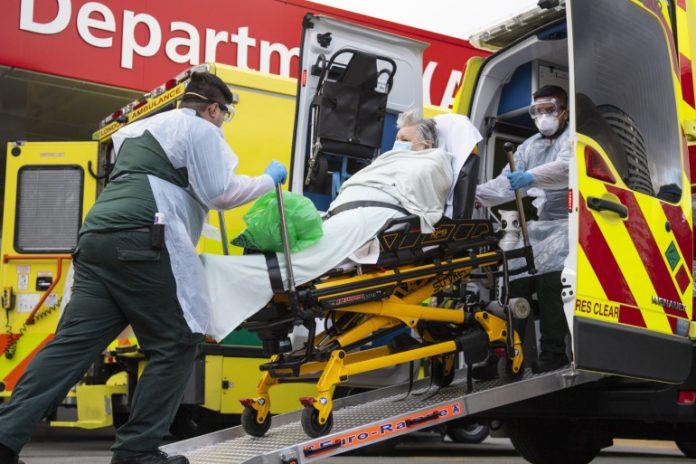 بريطانيا تسجل قفزة غير مسبوقة للوفيات بفيروس كورونا وسط انتشار سلالته الجديدة