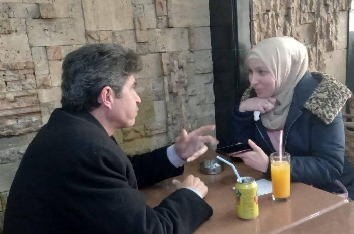 حسن الحناوي في لقاء مع موقع أصدقاء سورية: الاذاعة تتميز بشيء من الود لأنها تخاطب كل شخص بنفسه.