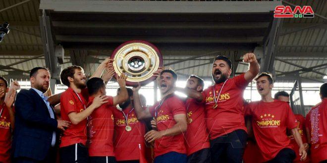 تشرين يتوج رسمياً بدرع بطولة الدوري الممتاز لكرة القدم لموسم 2020-2021.موقع أصدقاء سورية.