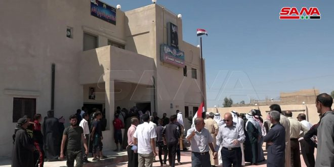 مركز السجل المدني في ناحية خشام بريف دير الزور يعود للعمل بعد توقف 9 سنوات جراء الإرهاب.موقع أصدقاء سورية.